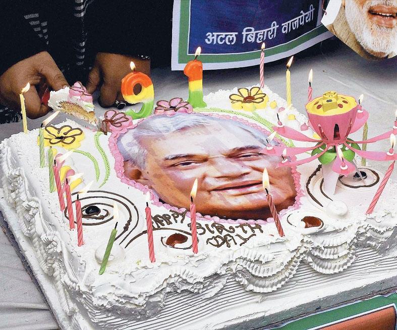 Modi visits Vajpayee's house, greets him on his 91st birthday