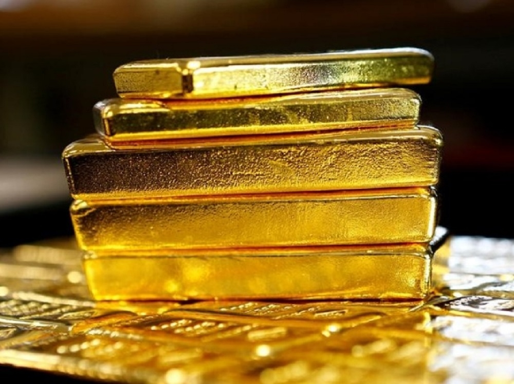 Gold slumps to 11-month low on weak demand