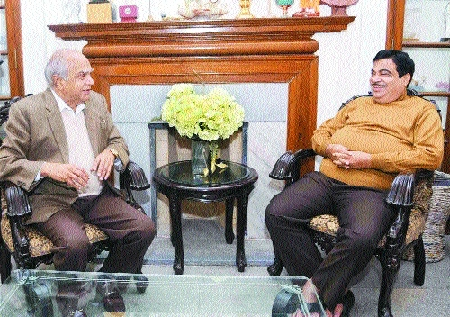 Purohit meets Gadkari over roads development in Assam