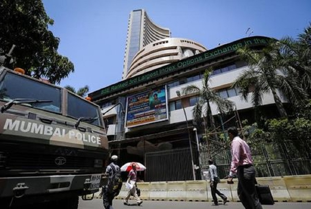 RBI policy status quo stumps market; Sensex loses 156 pts