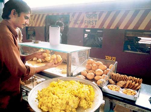 Quality check of food stalls in majority of rly stations missing