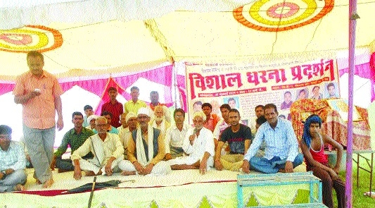 Farmers, workers start indefinite stir before Reliance factory gate