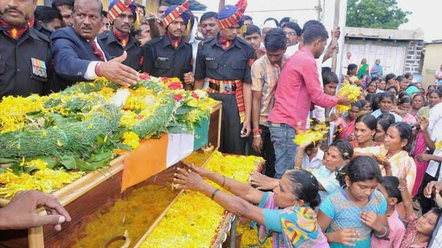 People paying tribute to the mortal remains of Lance Naik Chandrakant Shankar Galande who was martyred in Uri attack