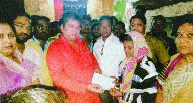Sena workers extend financial help to murder victim's family