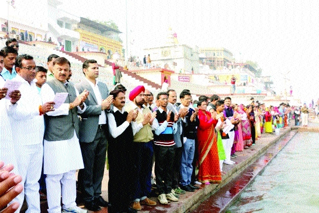 World record of human chain set in Hoshangabad in Narmada Seva Yatra