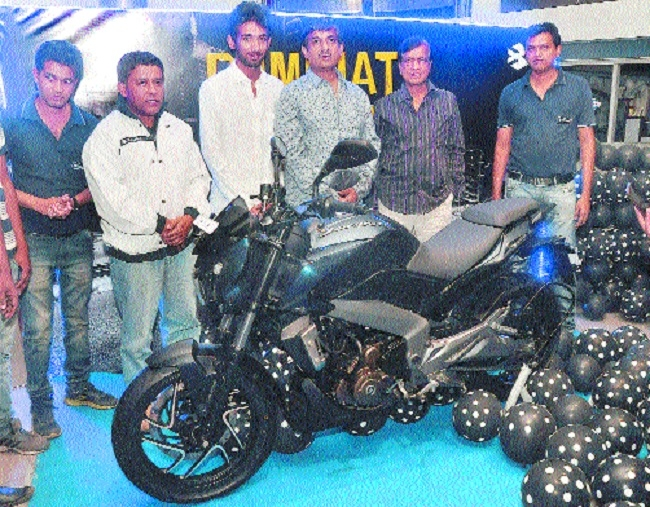 Bajaj Dominar 400 unveiled at Patni Bajaj showroom