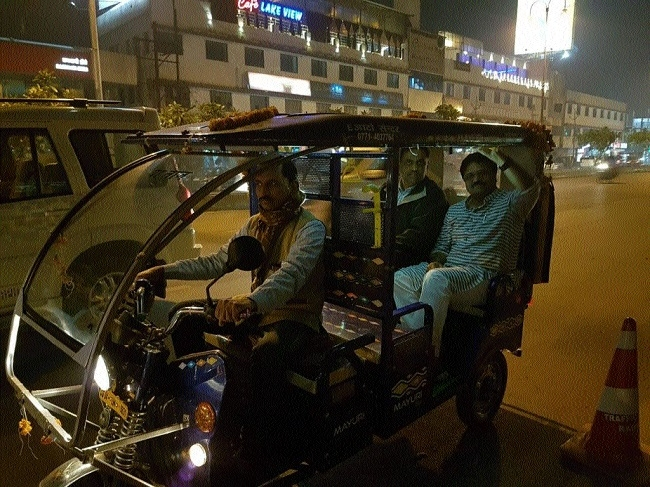 Mayor Pramod Dubey enjoys e-Rickshaw ride