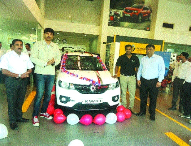 Unnati Vehicles launches 'Kwid live for more' edition