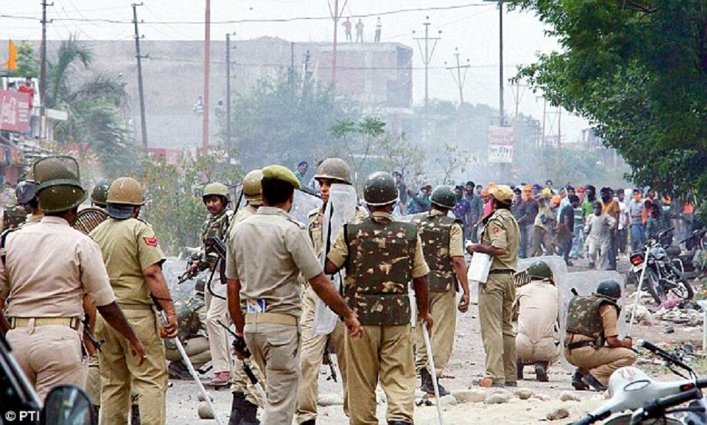 Two policemen injured in stone pelting as mob goes furious over teen's death