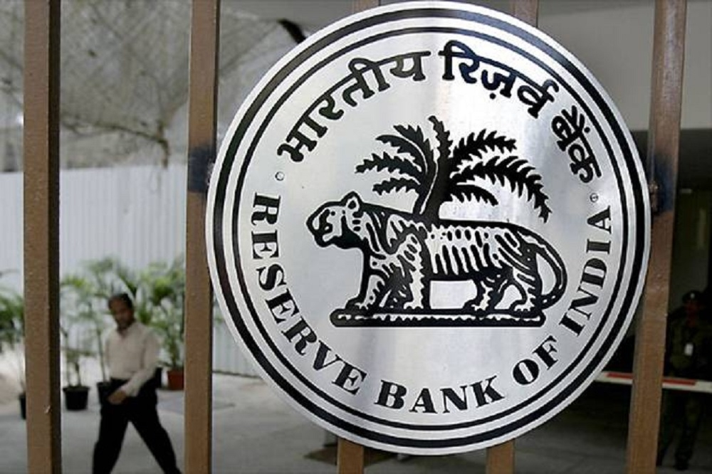 RBI turns away people wanting to exchange old Rs 500, 1000 notes