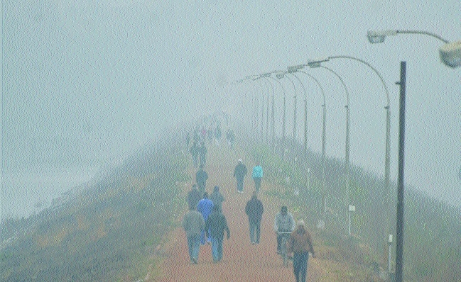 Thick fog envelopes city, chill adds to woes