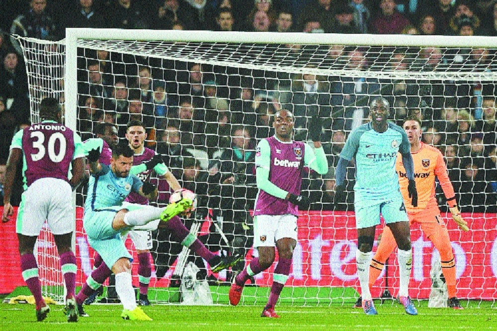 Five-star Manchester City demolish West Ham