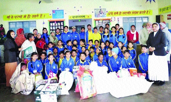 St Montfort School students visit Gandhi Old Age Home