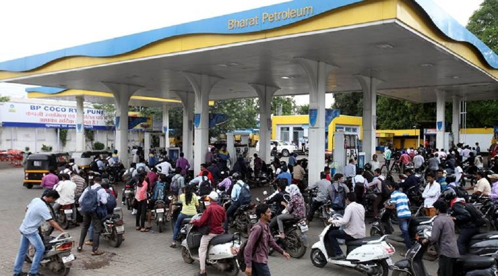 Petrol pumps defer decision of not accepting cards till Jan 13