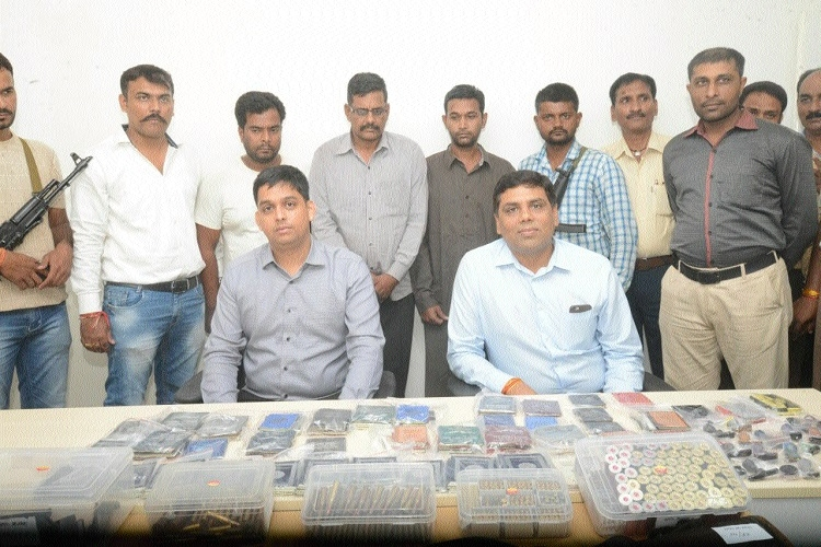 Inter-state gang involved in illegal trade of fire arms busted