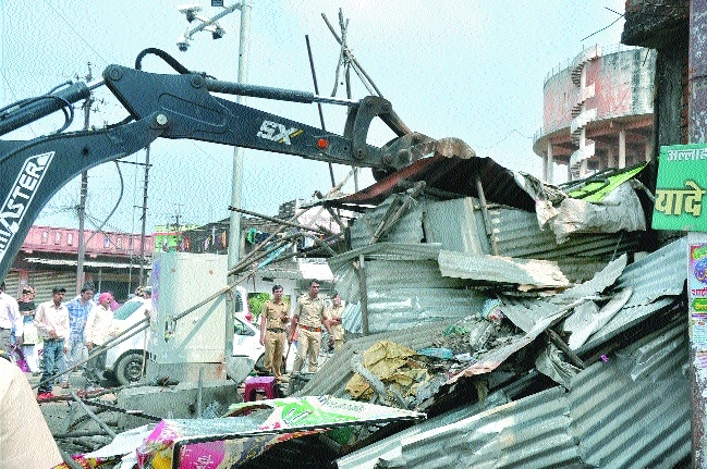 26 shops razed from Tajabag