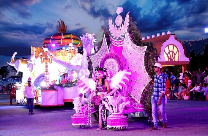 Ramoji Film City offers visit to sets of Bahubali