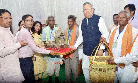 CM distributes Rs 312 cr paddy bonus to 1.61 lakh farmers