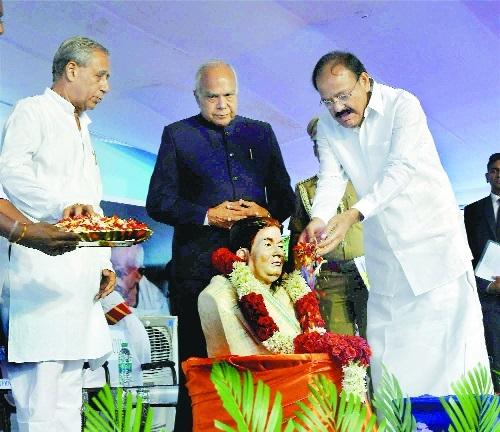 Venkaiah Naidu banwarilal purohit Thakkar Bapa Vidyalaya in Chennai.jpg