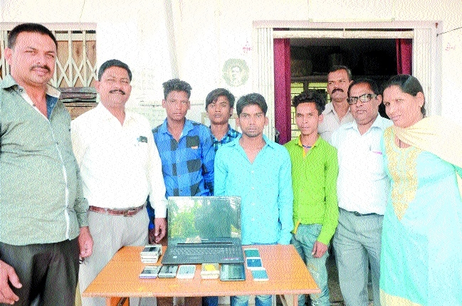 Four youth held with stolen gadgets of around Rs 3 lakh