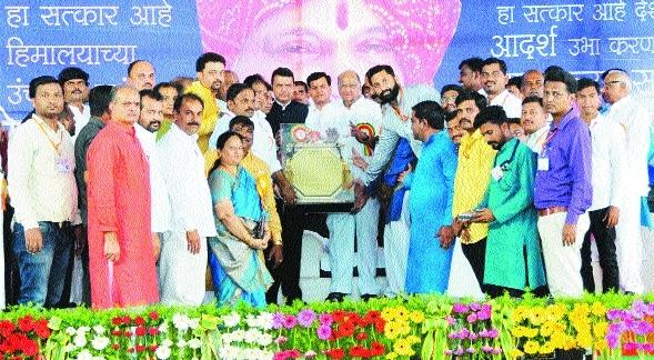 Mere loan waiver not enough: Pawar;Had secured Pawar's nod: Fadnavis