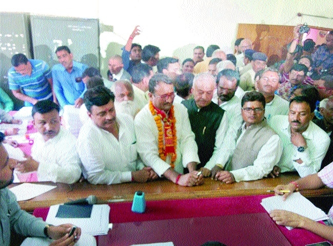BJP, Cong candidates file nominations
