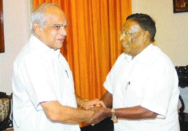 V Narayanasamy shakes hands with T N Governor Banwarilal Purohit