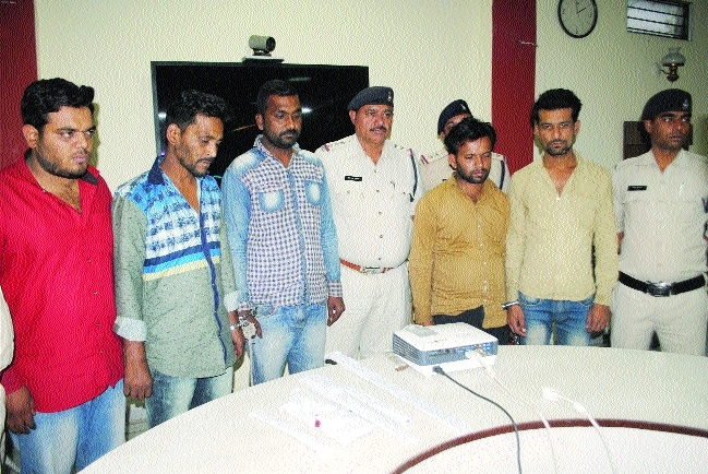 Five planning dacoity at petrol pump held