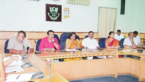 Mayor directs all departments to expedite development works