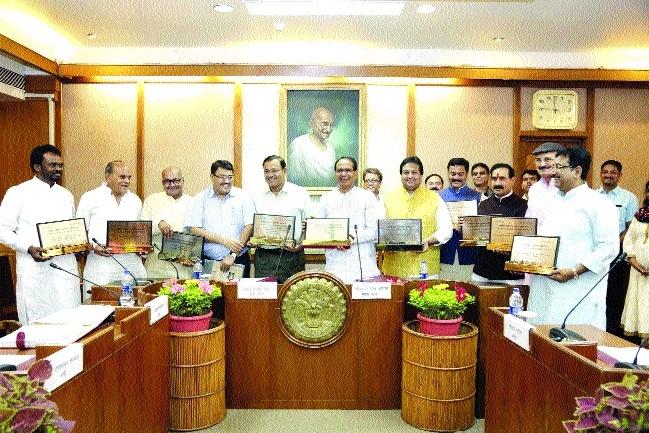 CM congratulates Tourism Deptt for 10 national awards