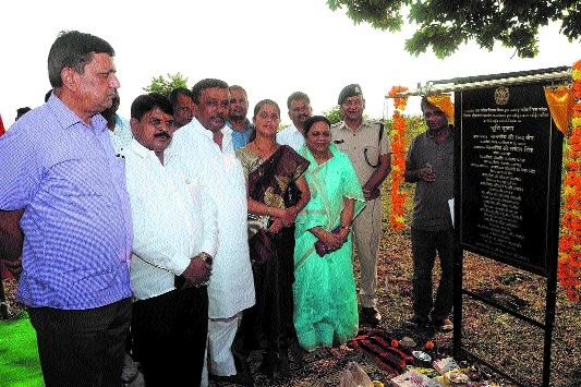 MoS Sharad Jain performs bhoomipujan for devpt of tourism facilities in Bargi