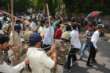 Agitating ABVP activists caned during protest
