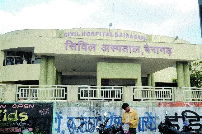 Filth, heaps of garbage around Civil Hospital, Bairagarh giving birth to diseases