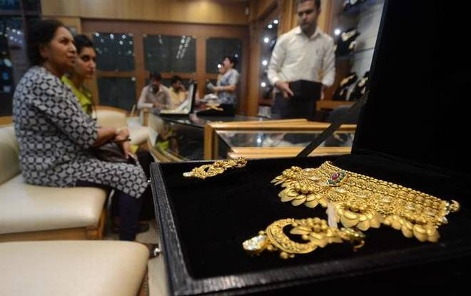 Govt to notify new limit for reporting gold transactions