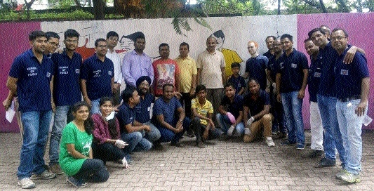 Judges, advocates clean premises of Raipur District and Sessions Court