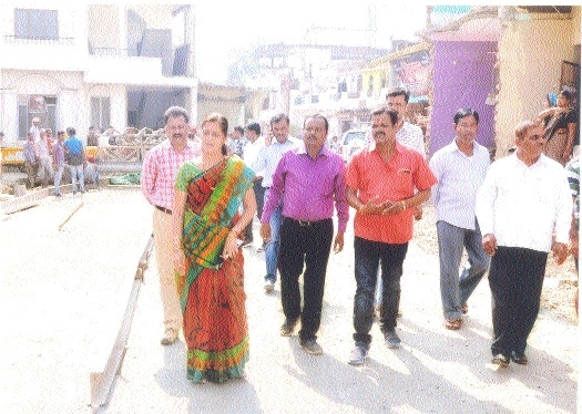 Mayor inspects road construction work