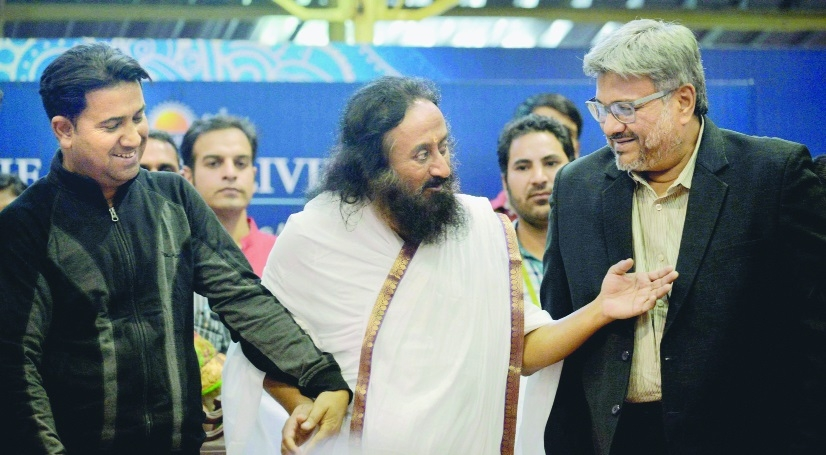 Sri Sri gives healing touch to victims of J&K conflict