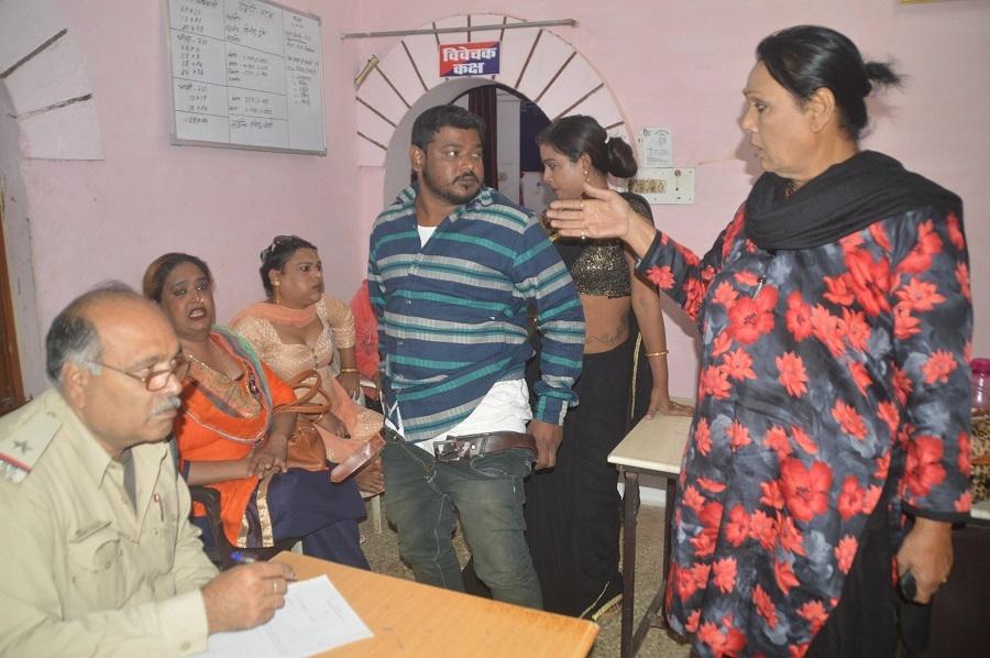 Two groups of eunuchs clash at Sanjeevani Nagar