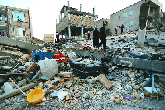 Quake on Iran-Iraq border kills over 400