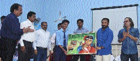 Anand Kumar gives motivational tips to Govt school principals