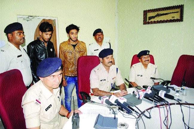 Two held in loot case, i-Phone seized