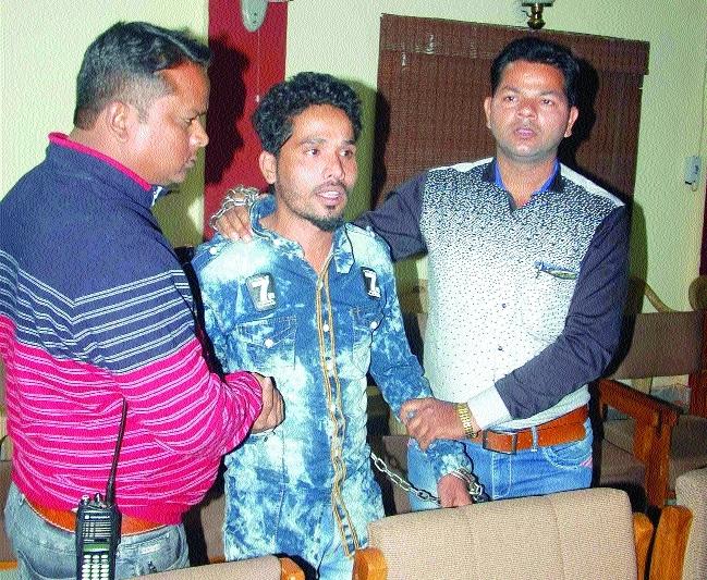 Drug peddler held, 400 gm charas seized