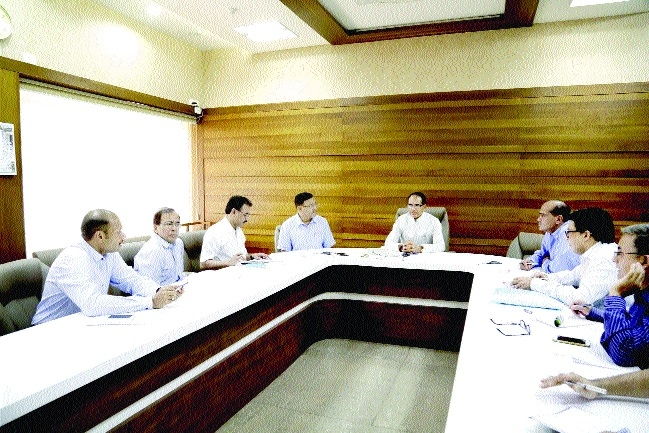 CM reviews implementation of Bhavantar Bhugtan Yojana