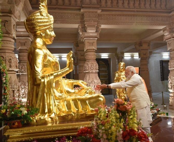 Modi attends silver jubilee function of Akshardham temple