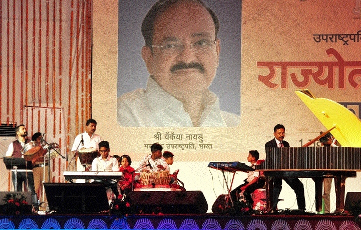 Spellbinding performance by artists of Odisha, Gujarat