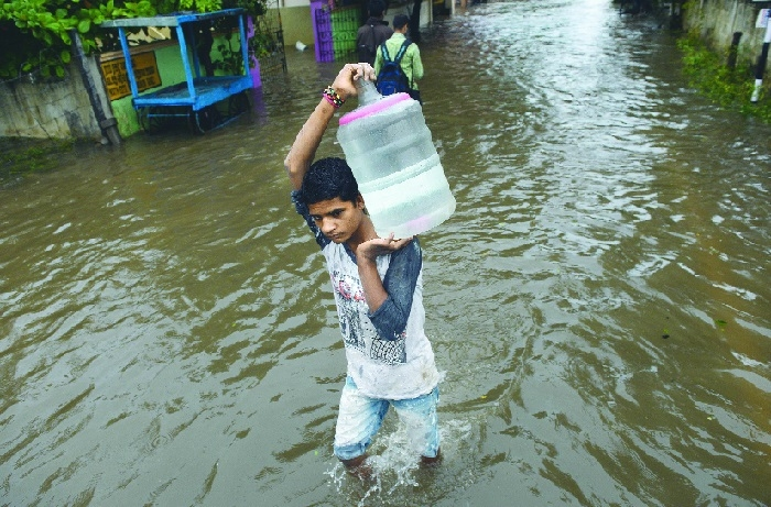 Heavy rains disrupt normal life in Chennai, suburbs; schools, colleges remain closed