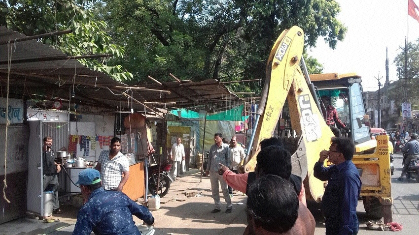 Anti-encroachment drive at Chhoti Line crossing