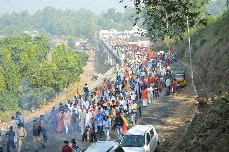 Sea of devotees transforms city into Kumbh