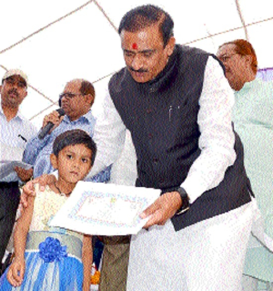 Minister Singh gives away aid during camp
