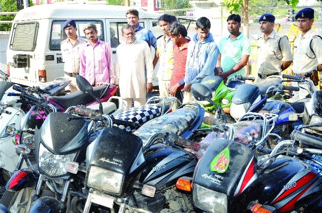 6 vehicle-lifters held, 23 vehicles seized